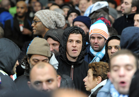 Joey BARTON avec les supporters de MarseilleArsenal v Marseille - Champions League  - Emirates Stadium - London - 26/11/2013  - Pic David Klein/Sportimage