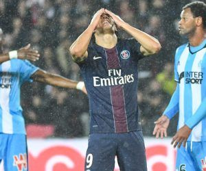 Edinson Cavani of PSG looks dejected during the Ligue 1 match between Paris Saint Germain and Marseille at Parc des Princes on October 23, 2016 in Paris, France. (Photo by Anthony Dibon/Icon Sport)